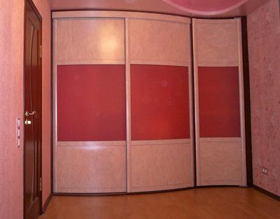 Шкаф-купе радиусный розового цвета