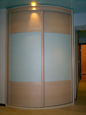 Шкаф-купе радиусный с комбинированными фасадами
