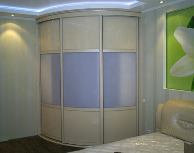 Шкаф-купе радиусный в спальню