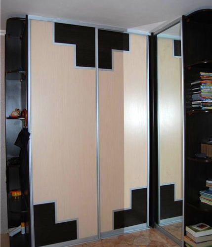Шкаф-купе с геометрическими вставками