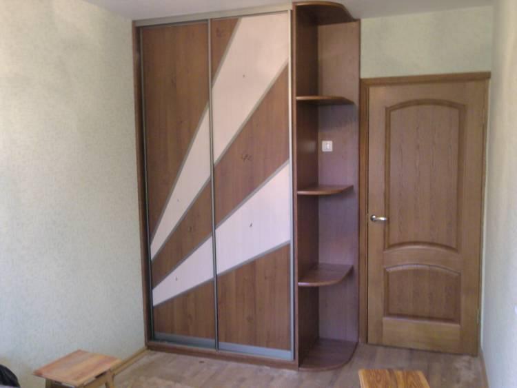 Шкаф-купе с комбинированными дверьми и радиусными полками - .