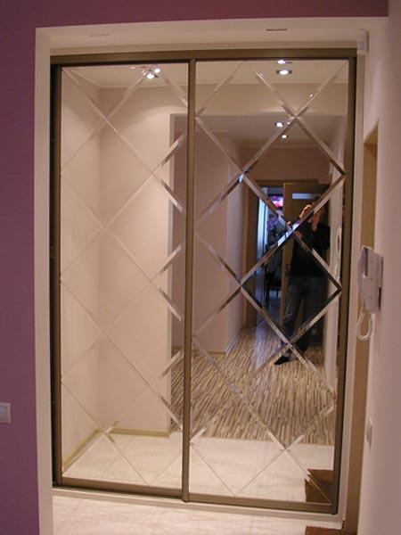 Дизайн дверей шкафа купе с зеркалом