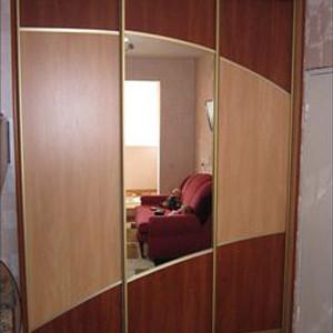 Шкаф-купе трехстворчатый с зеркалом