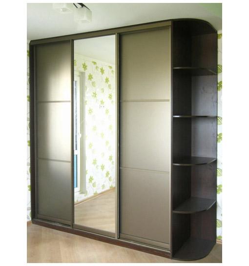 Шкаф-купе трехстворчатый серый с зеркалом
