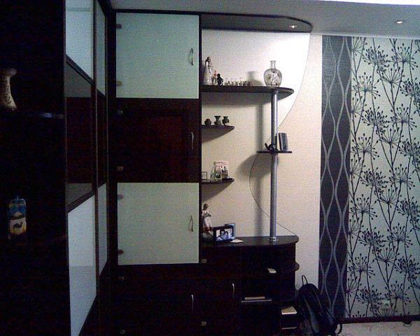 Шкаф-купе угловой для гостиной