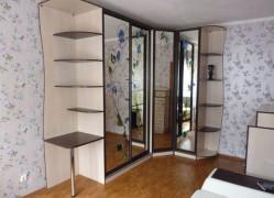 Шкаф-купе угловой зеркальный с узорами