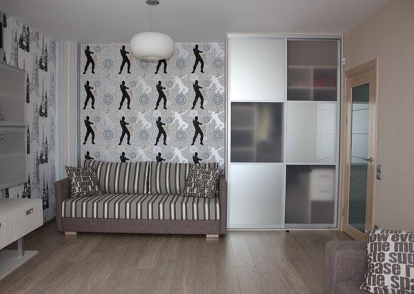 Шкаф для детской с квадратным декором