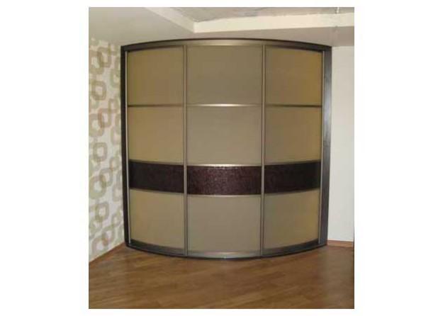 Шкаф радиальной формы с декоративной ставкой