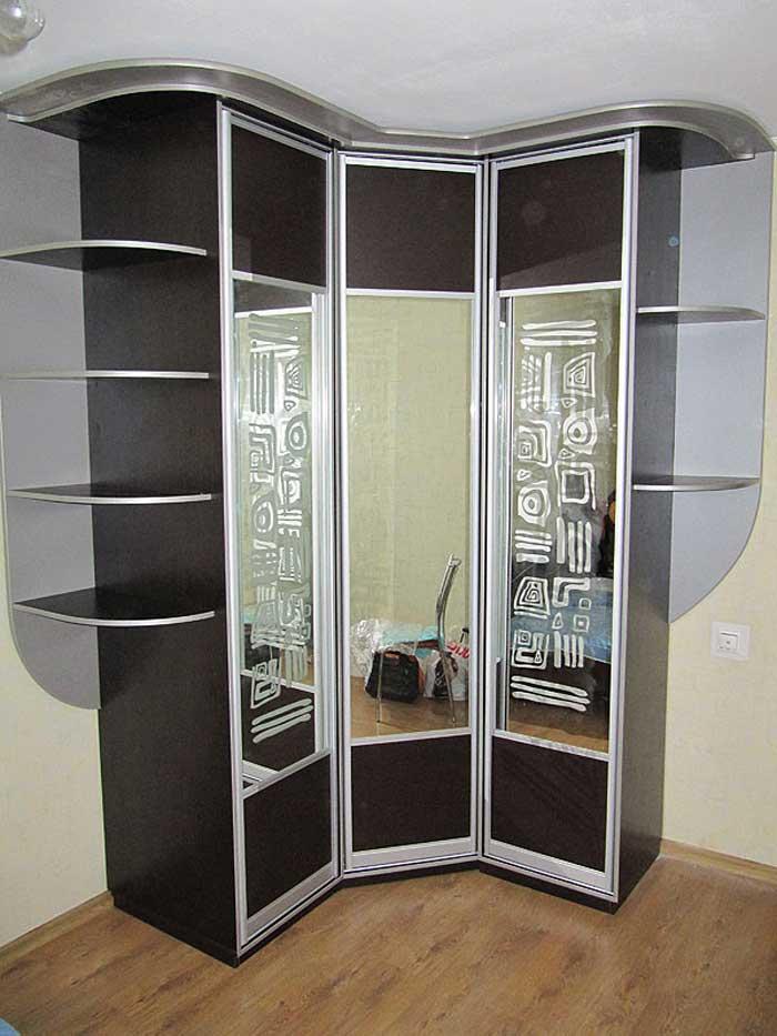 Шкаф радиусный со стеклянными створками
