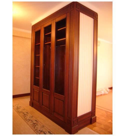 Шкаф трехдверный в цвете орех