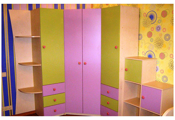 Шкаф угловой для детской