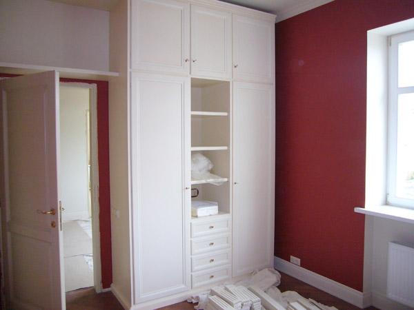 Шкаф высокий белый с антресолью