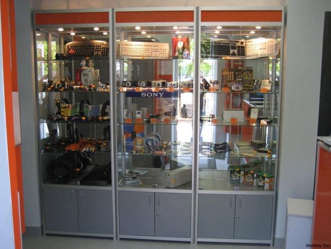 Стеклянная витрина для компьютерных комплектующих