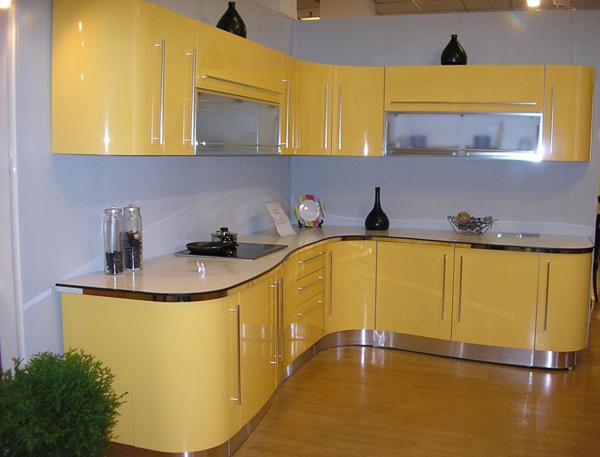 Стильная кухня с глянцевыми фасадами