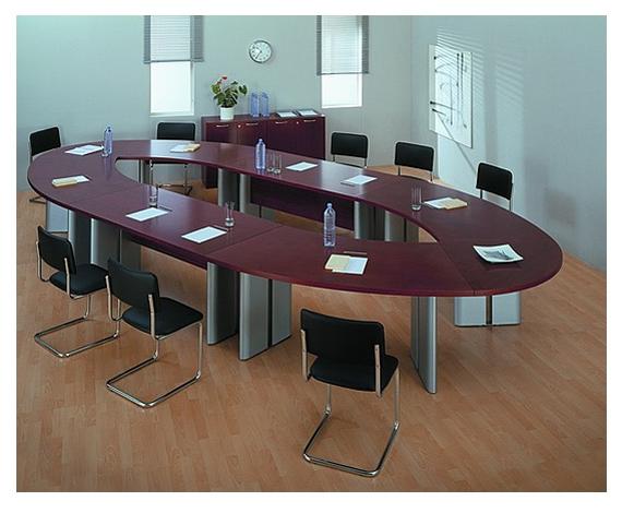 Стол для переговоров с овальной столешницей