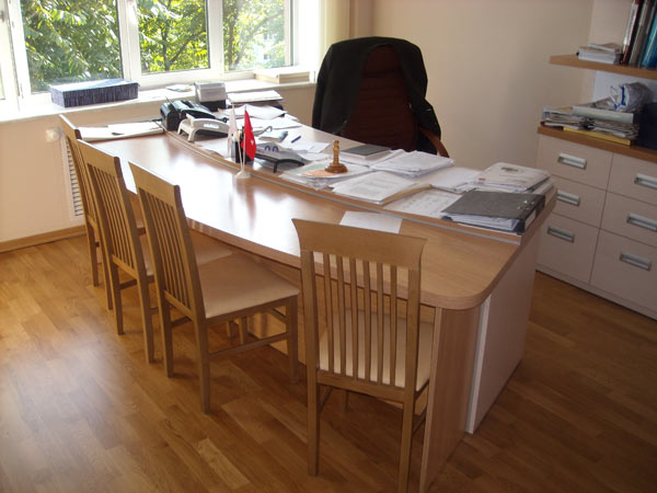 Стол для руководителя с приставкой