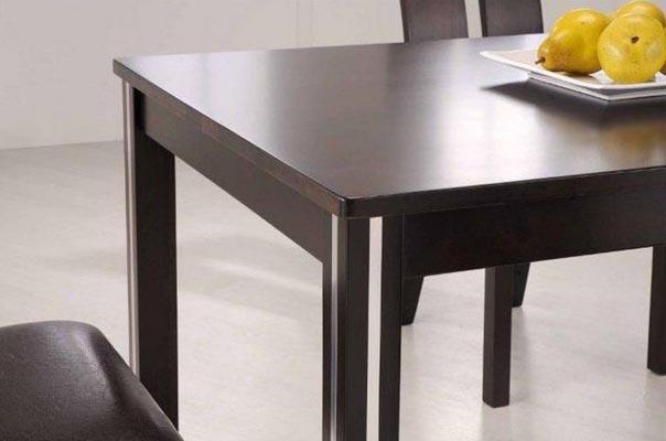 Стол обеденный с белыми декором на ножках