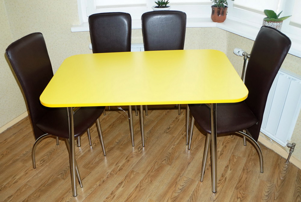 Стол желтый с закругленными углами
