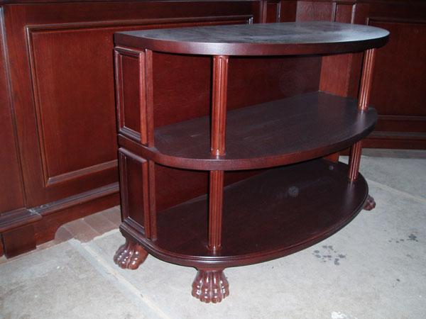 Столик с тремя нишами