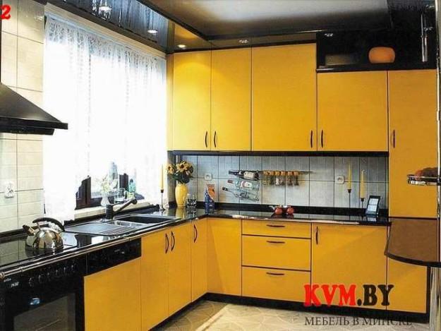 Удобная желтая угловая кухня