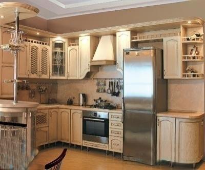 Угловая кухня из натурального дерева