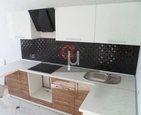 Угловая кухня небольшого размера