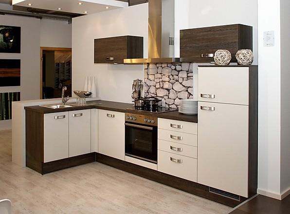 Угловая кухня с каркасом цвета венге