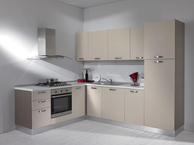 Угловая кухня серо-бежевого цвета