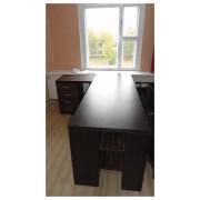Угловой офисный стол с длинной столешницей