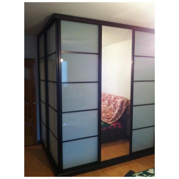 Угловой шкаф-гардеробная с раздвижными дверцами