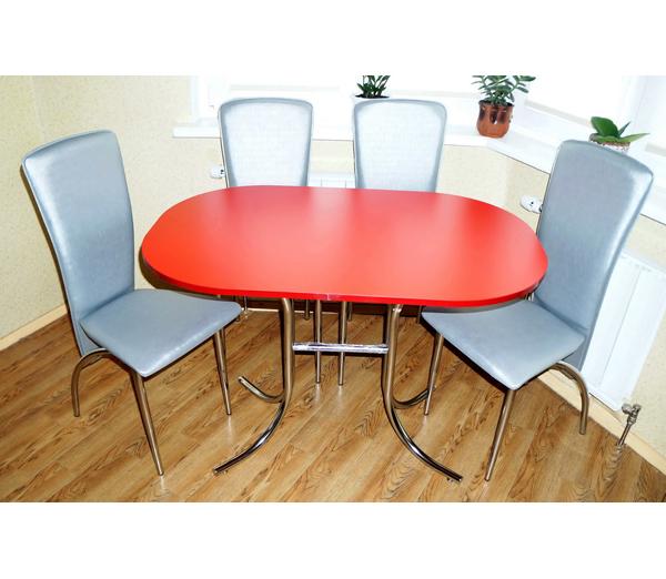 Вместительный стол для кухни