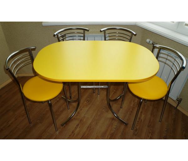 Яркий кухонный стол